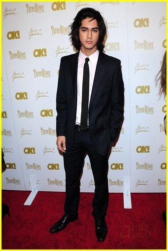 Avan Jogia wallpaper entitled Avan Jogia in a Suit!
