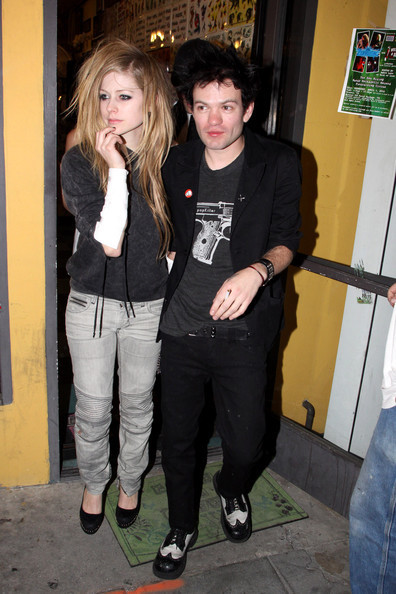 Avril&Deryck leaving tattoo parlor - Avril Lavigne 396x594