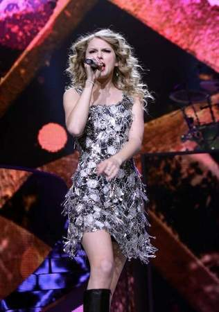 Fearless Tour 2010 Detroit,MI
