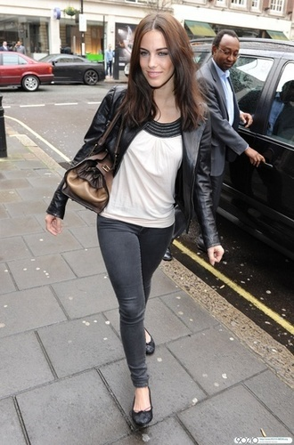 Jessica goes to the BBC Radio One studios in Londres