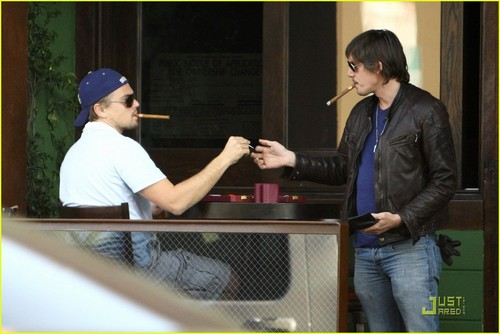 Leo out in Beverly Hills - leonardo-dicaprio Photo