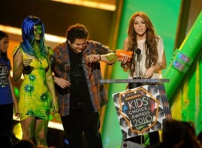 Miley @ 2010 Kid's Choice Awards