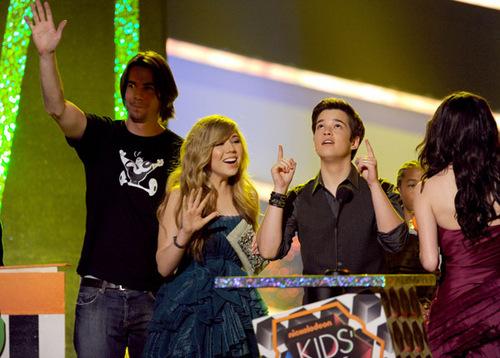 Miranda at the 2010 Kid's Choice Awards