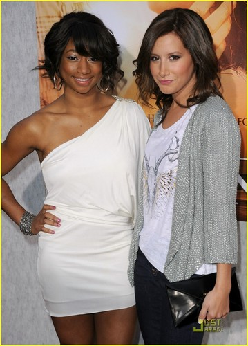Monique & Ashley @ The Last Song Premiere