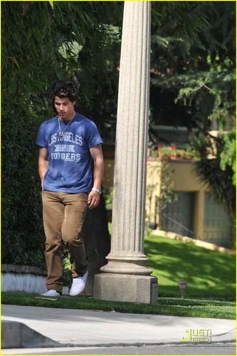 Nick Jonas: It's A Beautiful dag in the Neighborhood