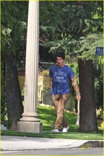 Nick Jonas: It's A Beautiful ngày in the Neighborhood