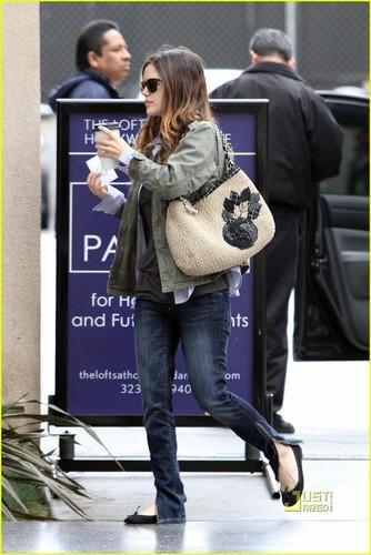 Rachel Bilson Stuffed Her Bra?!