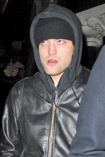 Rob Pattinson Out in ロンドン [03.26]