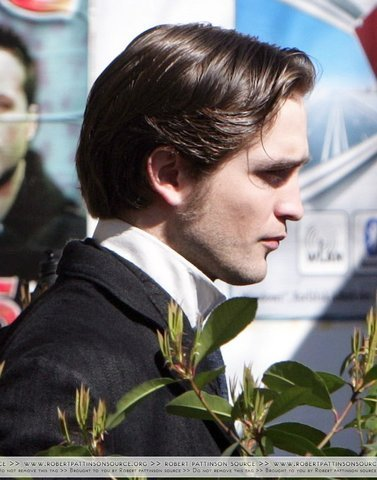 Rob on set of Bel Ami