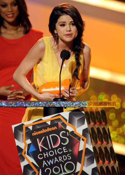 selena gomez kids choice awards dress. Kids Choice Awards 2010 Selena