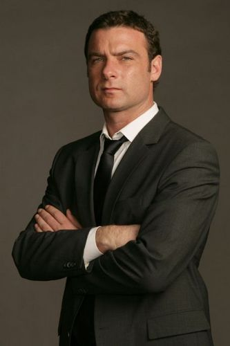 Liev Schreiber wallpaper titled Suited for Prize Roll