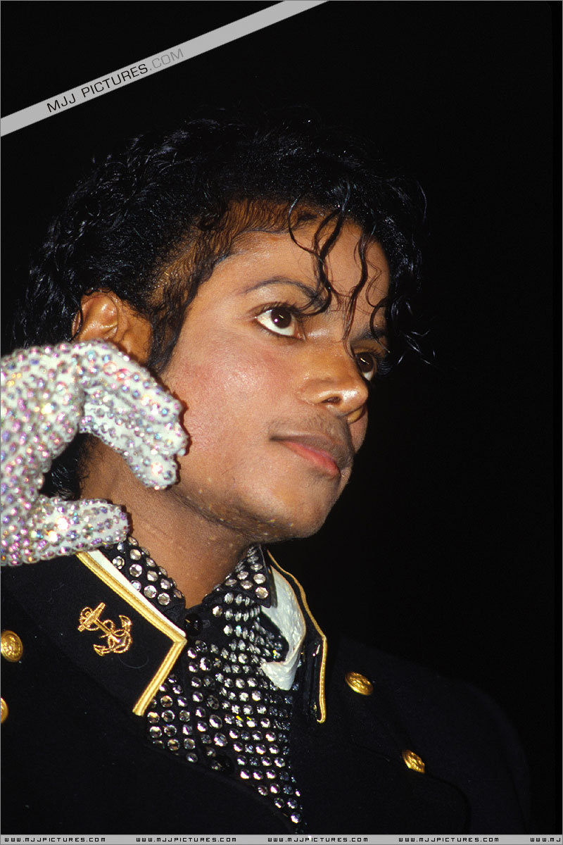 Thriller > Awards & Special Performances > guinness Book Of World Records