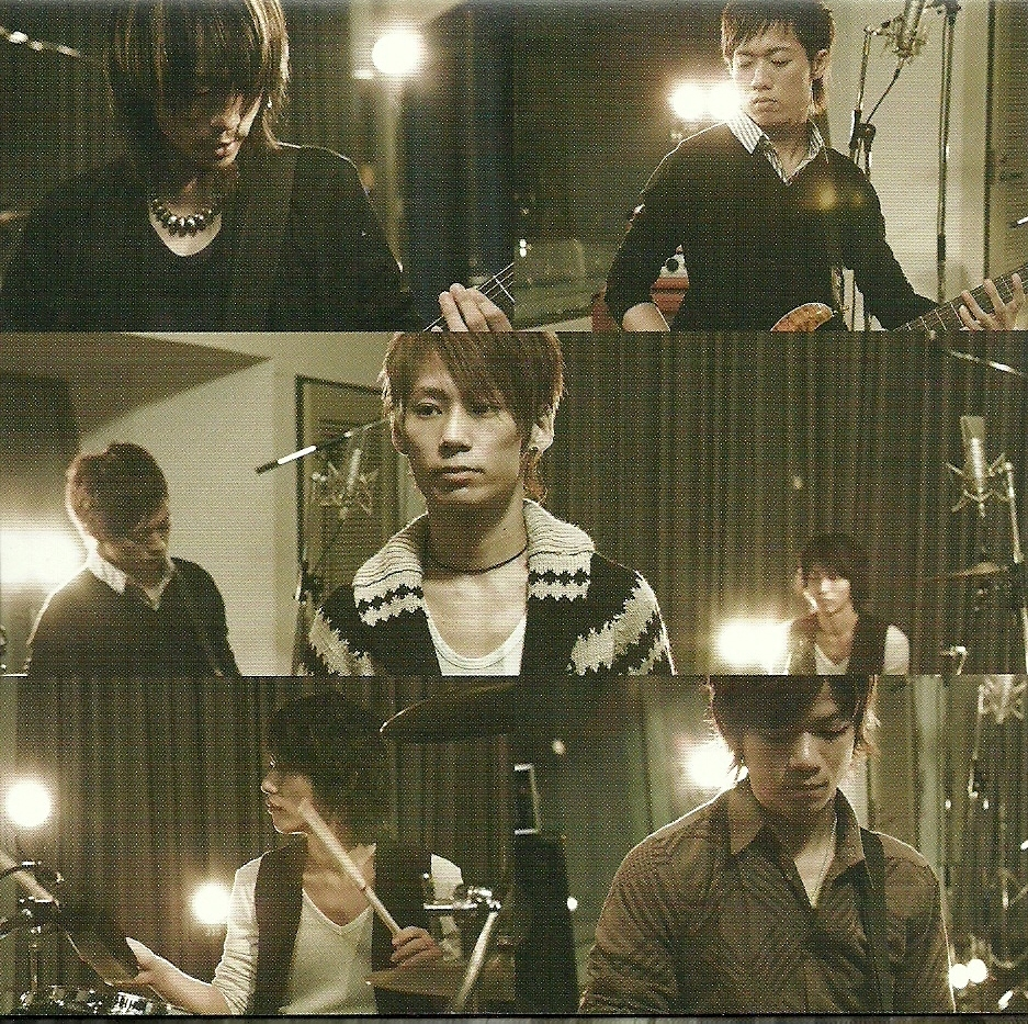 http://images2.fanpop.com/image/photos/11100000/UVERworld-uverworld-11132115-937-933.jpg
