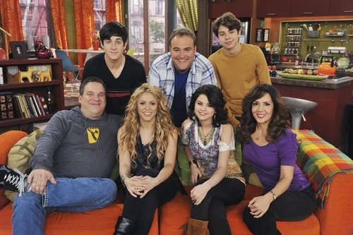 Wizards of Waverly Place season 3:Dude looks like Shakira!