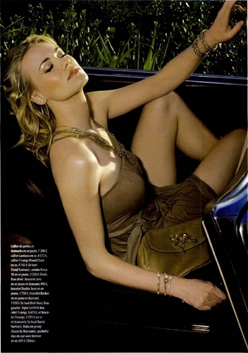 Yvonne Strahovski پیپر وال called Yvonne Strahovski in the April 2010 Issue of Gala Magazine (France)