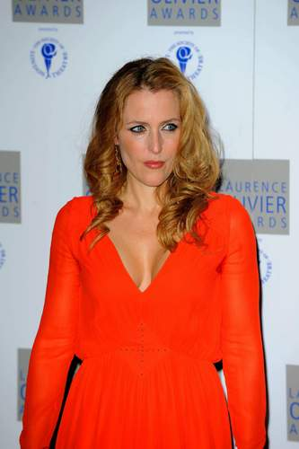 gillian anderson laurence olivier award 2010