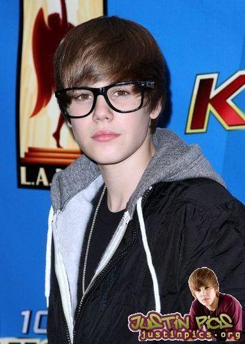 Appearances > 2010 > KIIS-FM Presents Justin Bieber At Nokia Plaza- Feb 12