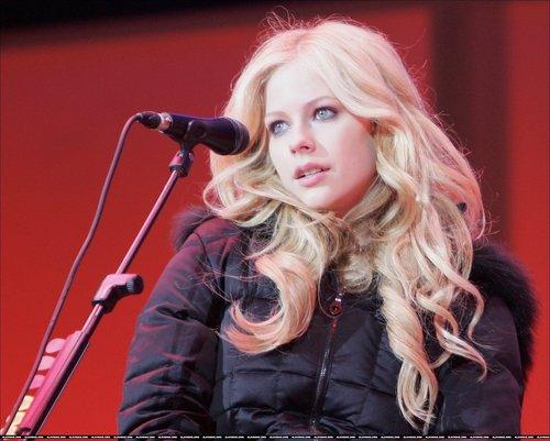 Avril Lavigne Live Images!