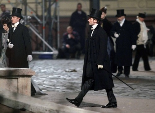 HQ pic of Robert on the Bel Ami set 4/1/10
