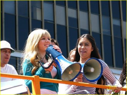 Jennette & Ashley