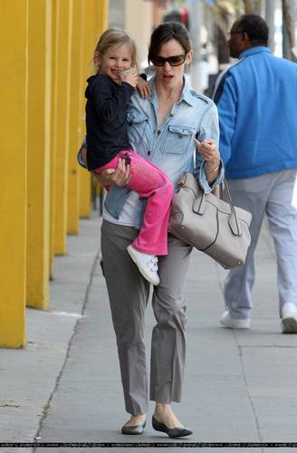 Jennifer & màu tím