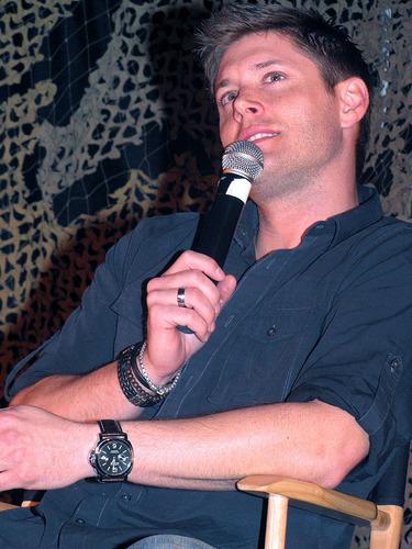 Jensen Ackles at LA Con 2010
