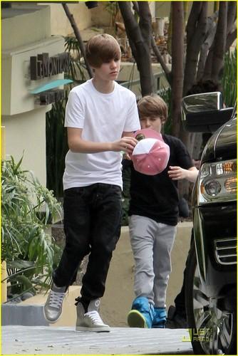Justin and vicki dating in the dark