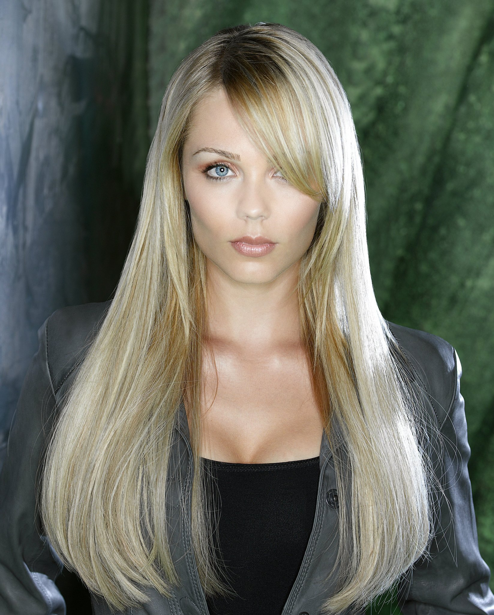 vandervoort Actress laura