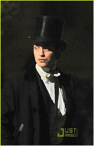 More pics of Rob on the Bel Ami set 4/1/10