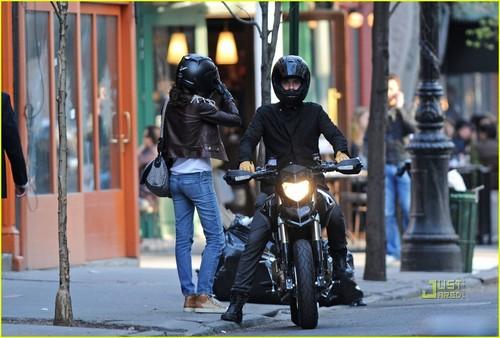 Orlando and Miranda shopping in NYC (April 2)