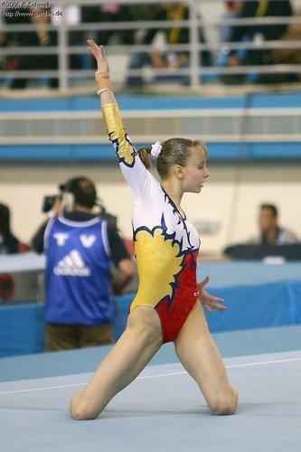 Gymnastics 바탕화면 titled Sandra Izbasa