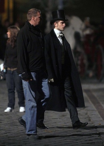 new pics of Robert filming Bel Ami