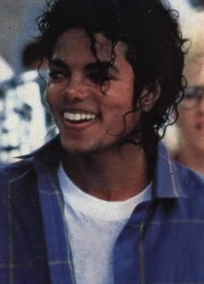 http://images2.fanpop.com/image/photos/11200000/really-HOT-michael-jackson-11296924-403-562.jpg