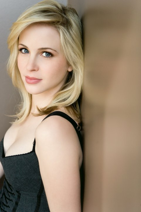 Amy Gumenick (young Mary)