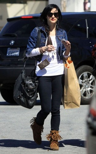 Ashlee out in Studio City