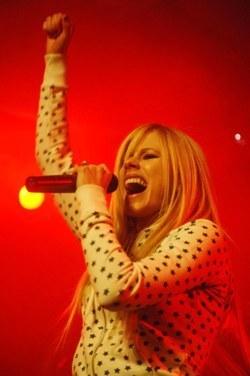 Avril Live larawan