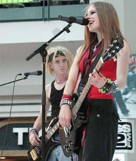 Avril Live প্রতিমূর্তি