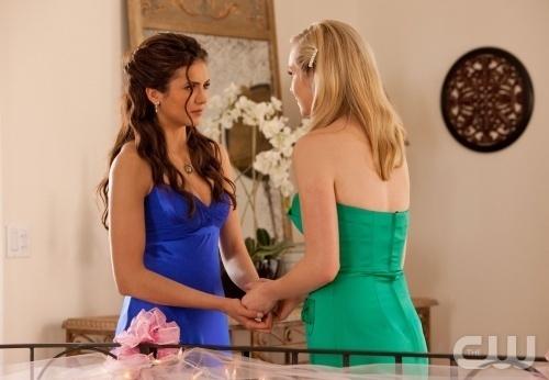 Elena & Caroline 1x19