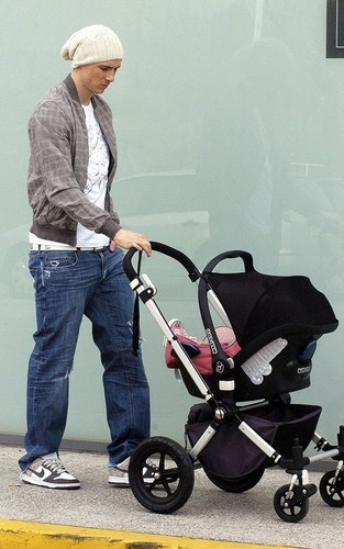 Fernando Torres wallpaper entitled Family Easter shopping Madrid