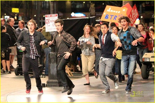 fan attack- RUN BTR!!!
