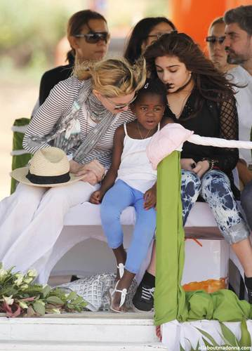 madonna lays first brick of her Malawi school