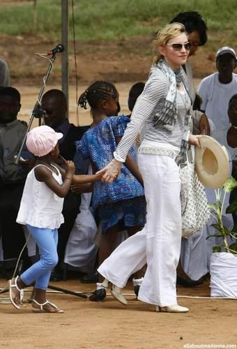 Madonna lays first brick of her Malawi school