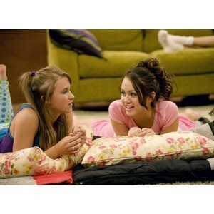 Hannah Montana fond d'écran titled Miley and Lily