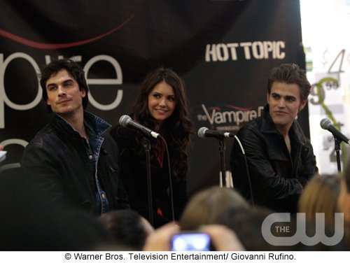 The Vampires Diaries. New-Jersey-Cast-Tour-the-vampire-diaries-tv-show-11336206-500-376
