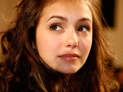 Pretty Nina Dobrev achtergrond