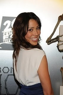 Michaela Conlin wallpaper titled Red Carpet Photos: The 100th Episode Celebrations