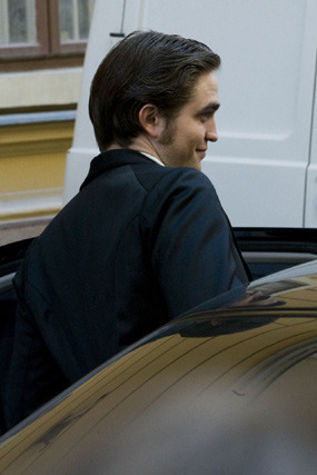 Rob on the set of Bel Ami 4/9/10