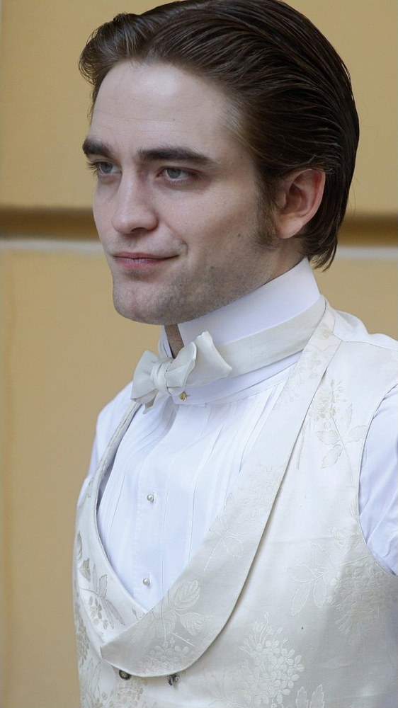 Rob on the set of Bel Ami
