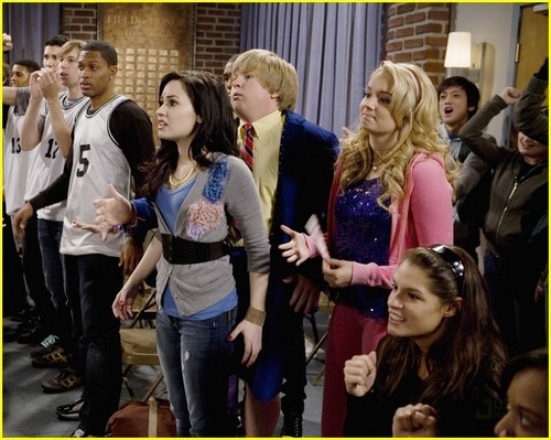 Sonny with a chance High School Miserable stills