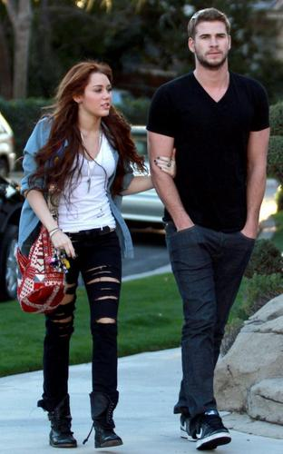 miley & Liam go to Ashley tisdale House